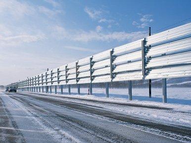 吹払式防雪柵(画像は東京製綱公式サイトより)