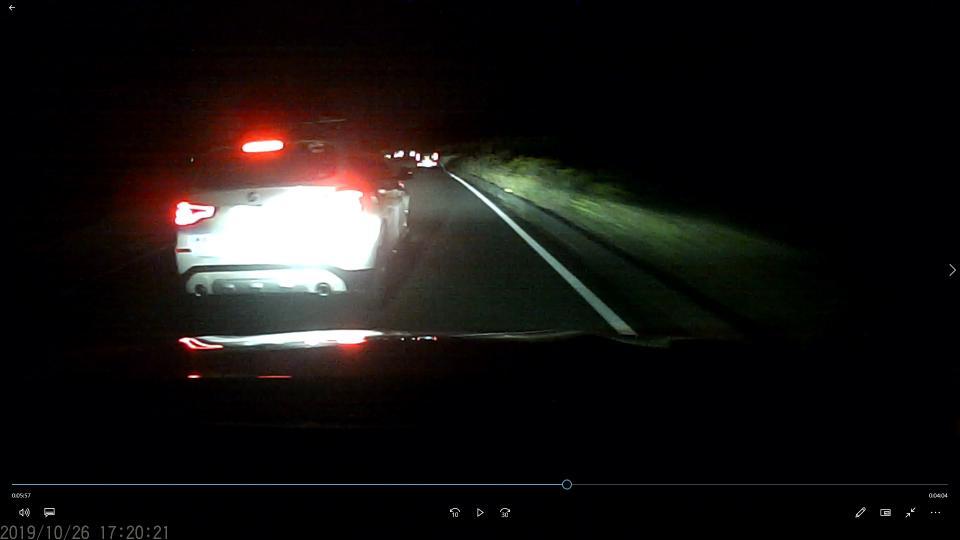 割り込みからの急ブレーキ(画像はTさんが10月26日夕撮影したドラレコから、以下同)