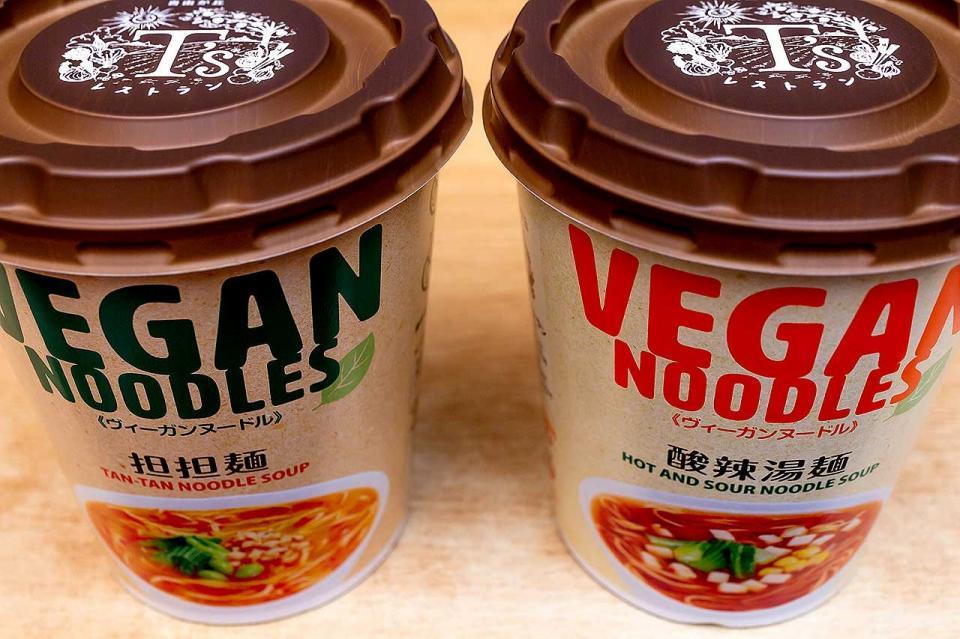 「ヴィーガンヌードル」担担麺と酸辣湯麺