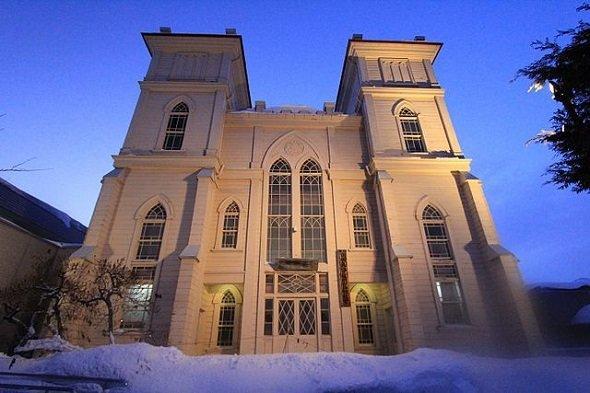 弘前教会(くろふねさん撮影、Wikimedia Commonsより)