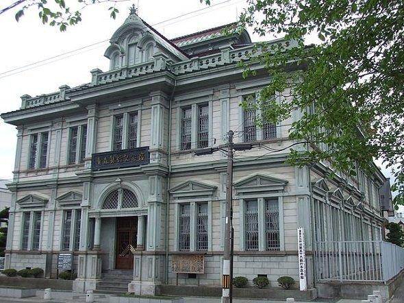 旧第五十九銀行本店本館(Ippukuchoさん撮影、Wikimedia Commonsより)