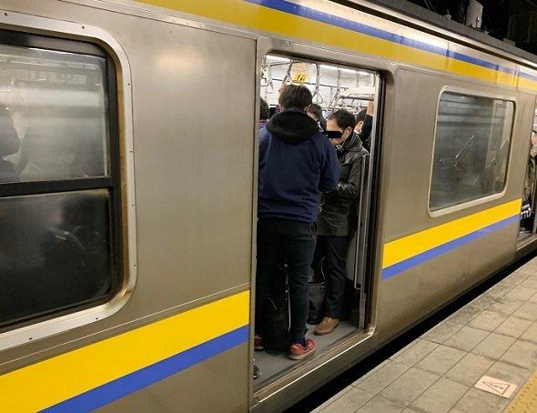 JR東日本外房線鎌取駅、5時32分千葉行きの電車(写真はすべてJタウンネット記者撮影)
