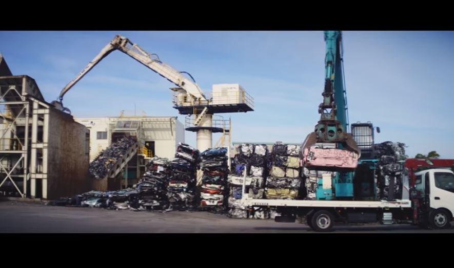 リサイクルの様子を動画に(画像はトヨタ自動車公式チャンネルの動画より)