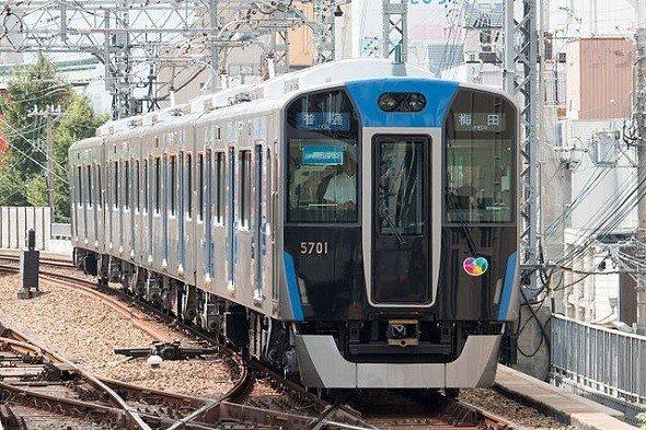 阪神5700系 尼崎駅にて(Wikimedia Commonsより)
