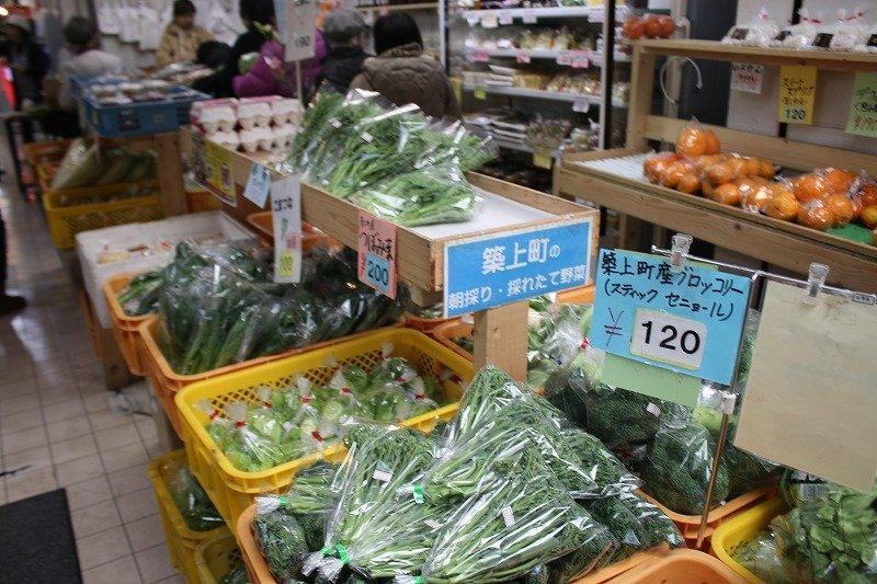 ビッコロ三番街には、規格外の野菜を格安で販売する店も。これもフードロス削減になる