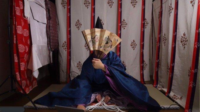 平安貴族男性の普段着、「直衣」を着ている(画像は千装千束@chigirachizukaさん提供)