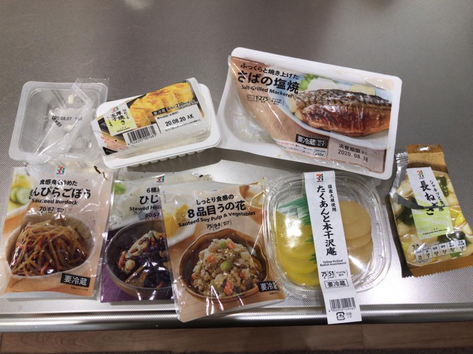 コンビニ惣菜を駆使(写真はしおりさんのツイートより)
