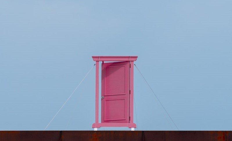 なぜここに、どこでもドア...?(画像はしん@shinseyesさん提供)