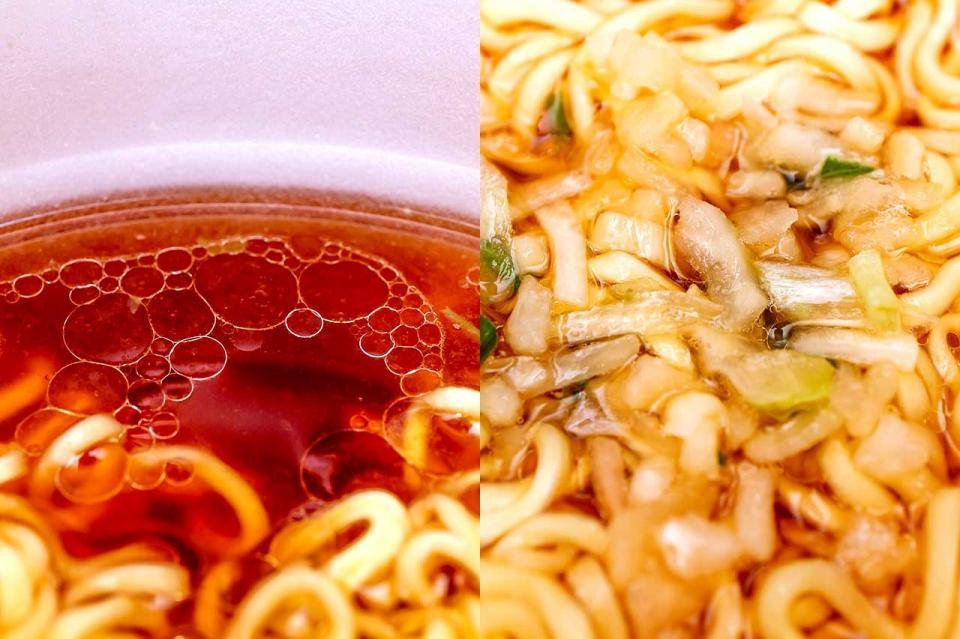 (左)スープ表面のラードと(右)きざみ玉ねぎ