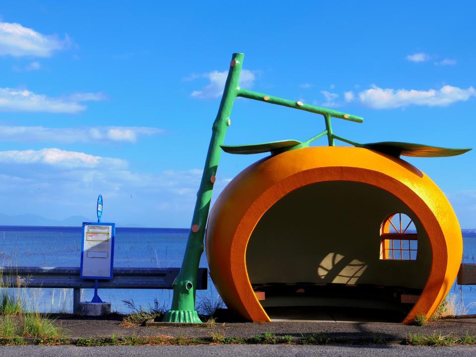 フルーツバス停・ミカン(画像は諫早市商工観光課提供)