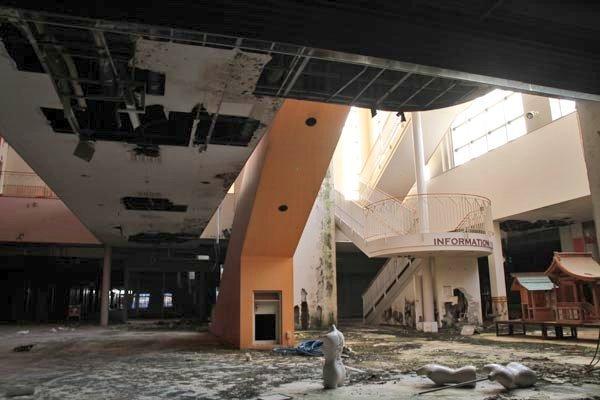 廃墟と化したショッピングモール(画像はよごれん(@yogoren)さんから、以下同)