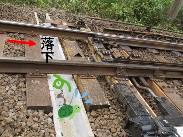 カメを逃がすためのU字溝(以下、画像はくまなく・たびにゃん(JR岡山支社)【公式】@Okayama_JRのツイートより)