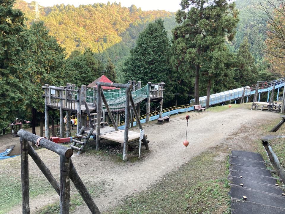 柏木さんがツアーのプランに入れた、冒険広場。とにかく広くて、巨大な滑り台に遊具が並んでいる