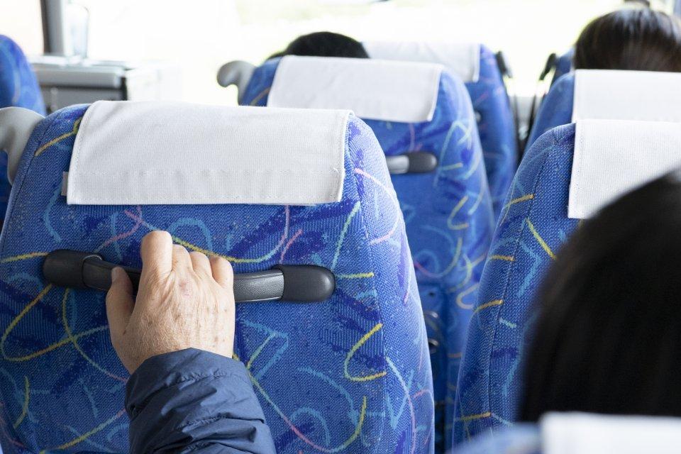 「夜行バスが消灯した瞬間、前の客がフルリクライニング。あまりの苦しさに『少し上げて』とお願いすると...」(東京都・女性年齢不詳)
