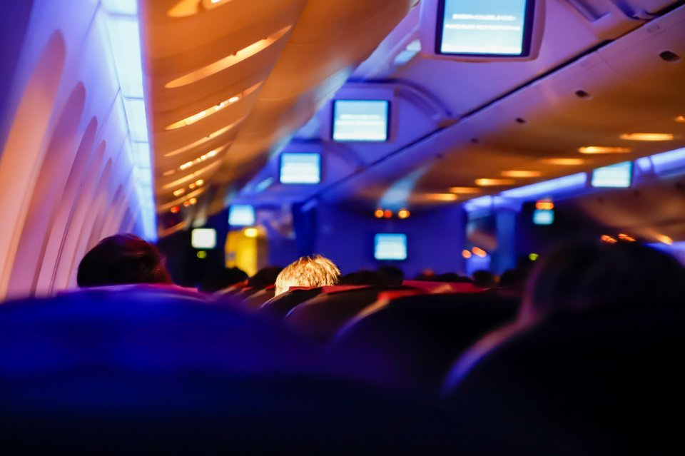 「飛行機内で私を襲った吐き気がするほどの異臭。思わず扇ぐと、ニオイの元に文句を言われ...」(都道府県不明・40代女性)