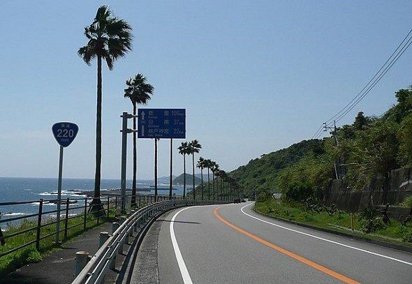 宮崎市堀切峠付近(Sanjoさん撮影、Wikimedia Commonsより)