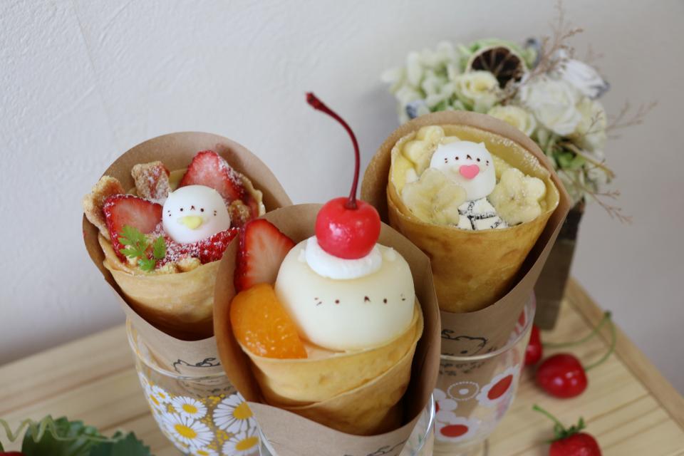 左から、「いちごミルフィーユ」(610円)、「雪見にゃんこ」(640円)、「Wクリームチョコバナナ」(560円)、価格は税抜き