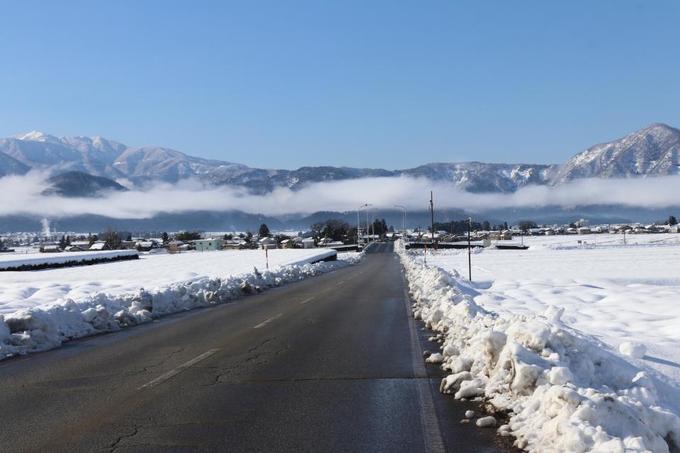 雪山に霧がかかっていてとても美しかった
