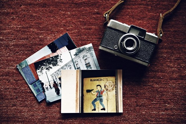 旅の思い出は色あせない(画像はイメージ)